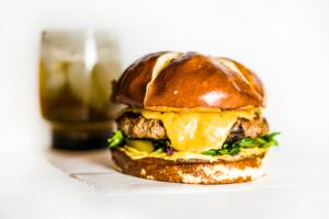 Burger sauce béarnaise à la plancha cuisiné avec Cooxy