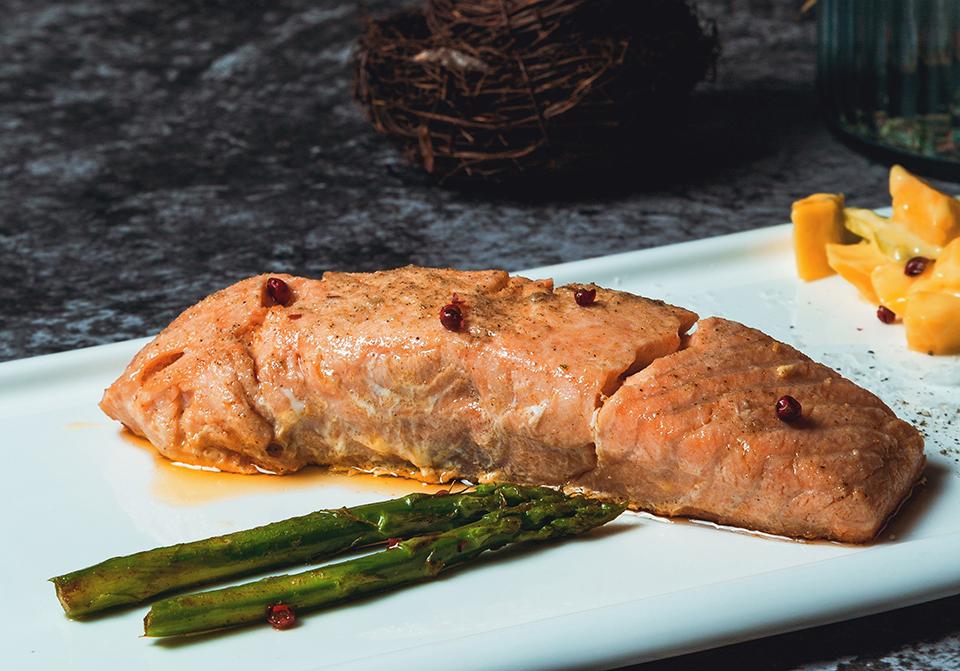 Saumon mariné à la plancha cuisiné avec Cooxy