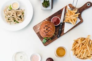 Burger végétarien à base de pois chiche à la plancha cuisiné avec Cooxy